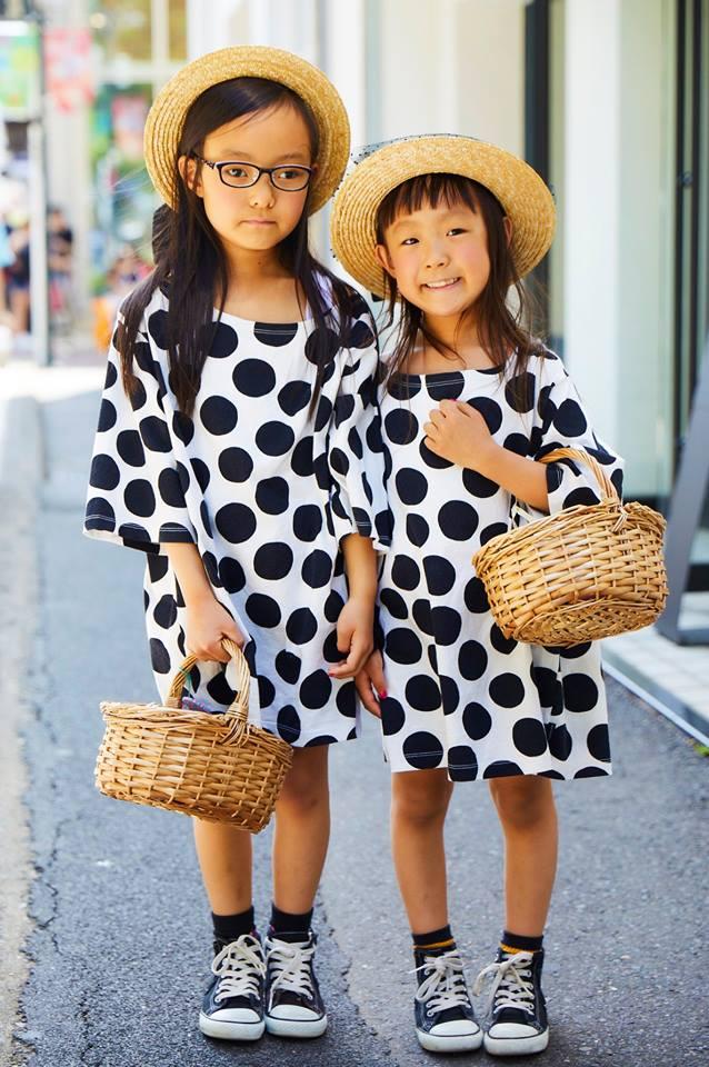 姉妹はビッグサイズのTシャツをワンピース風に着こなしてガーリーに仕上げ♡