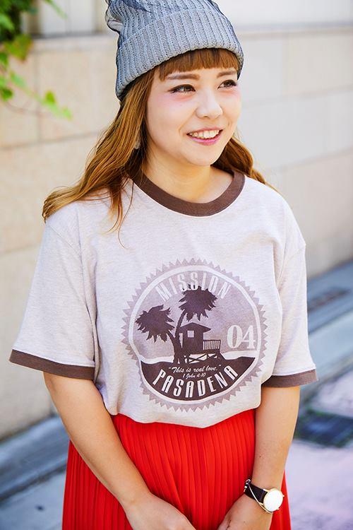 味のある古着のTシャツを選んでこなれなムードに♪/></p> <p class=