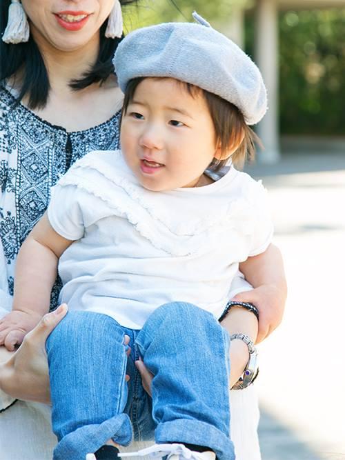 シンプルな装いにベレー帽を合わせるだけでインテリジェンスな印象に!