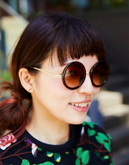 大きめのサングラスを選んでエレガンスなムードに♪/></p> <p class=