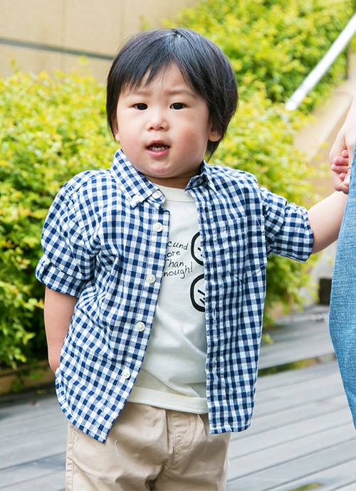 キッズはボタンダウンのシャツを合わせてきちんと感を演出☆