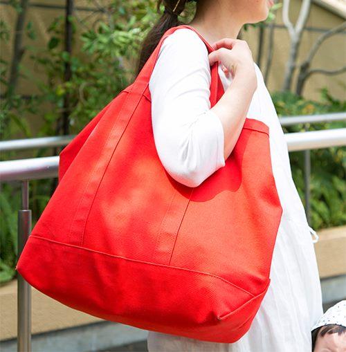 """""""赤いバッグがコーデの挿し色に♪/"""