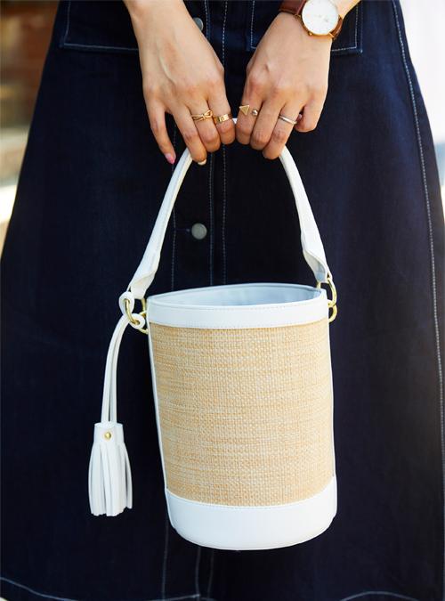白×ベージュのバケツバッグを選んで夏のコーデを格上げ!/></p> <p class=