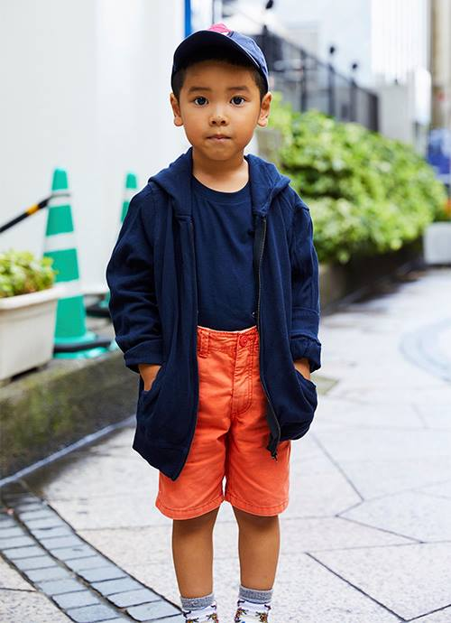キッズはネイビー×オレンジの配色で鮮やかなコントラストを意識♪