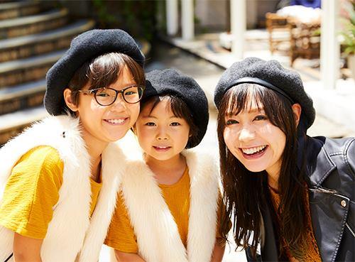 親子でベレー帽を仲良くシェアして全体のテンションを統一♡/></p> <p class=