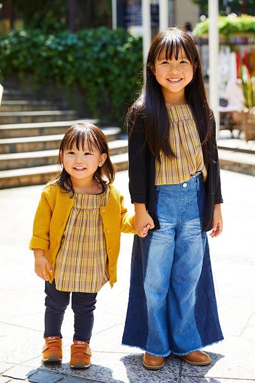 姉妹は色違いのカーディガンを羽織って、それぞれの個性を主張!