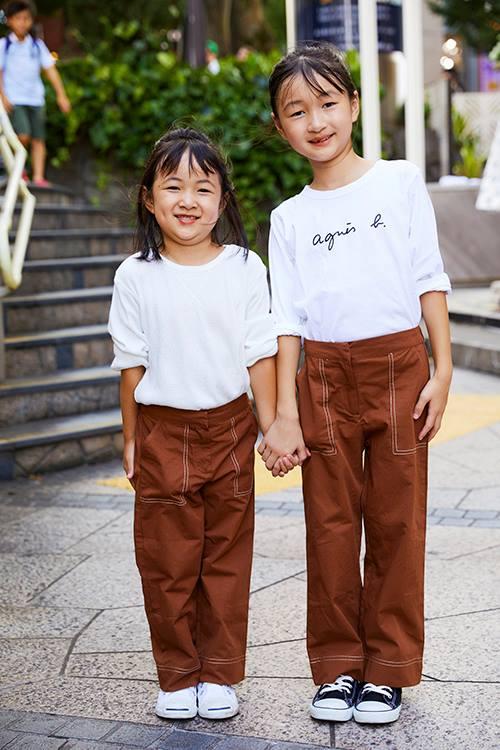 姉妹は白×ブラウンの配色をリンクさせて仲良し度をアップ♡