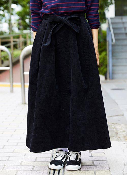 コーデュロイのスカートを選んでトレンド感をプラス!/></p> <p class=