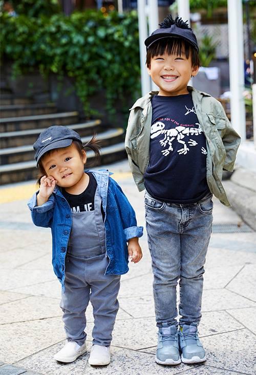 キッズはミリタリーシャツやデニムシャツを合わせてワークテイストにまとめ。