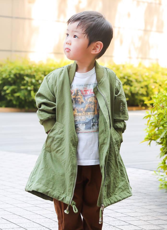キッズはカーキのコートを主役にして、ストリートテイストを満喫☆