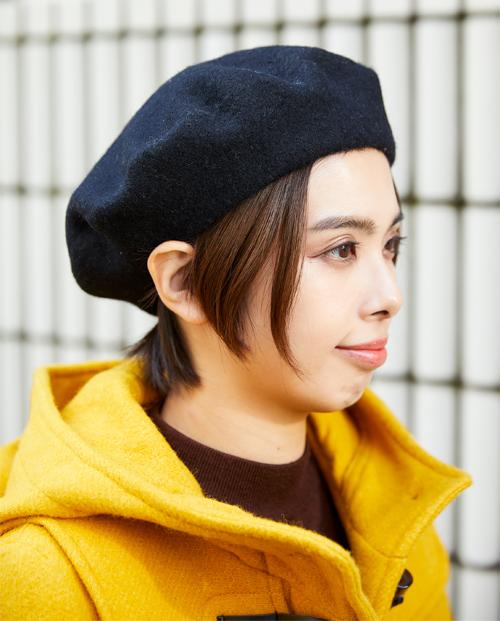 ブラックのベレー帽