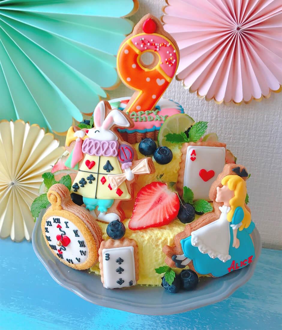 笹口直子さん娘さんのアイシングクッキーの乗ったお誕生日ケーキ