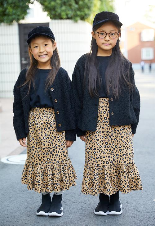 レオパード柄スカートの姉妹コーディネート