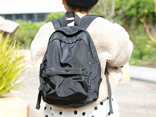 ブラックのバックパック