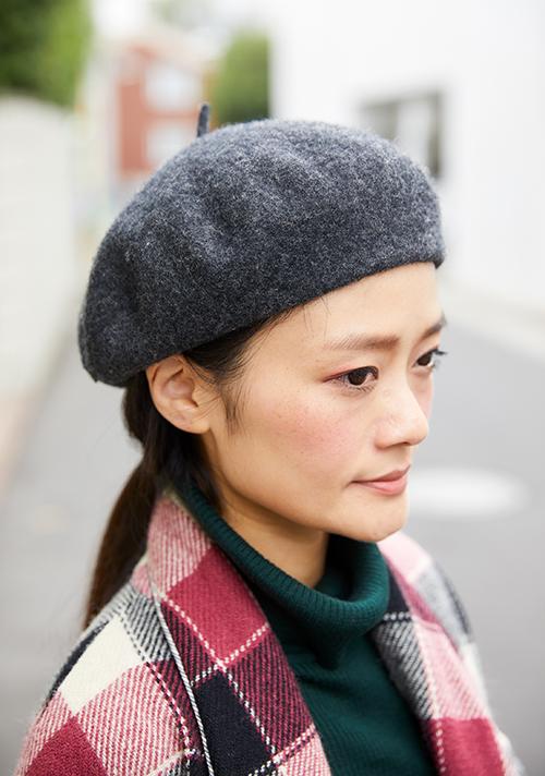 グレーのベレー帽