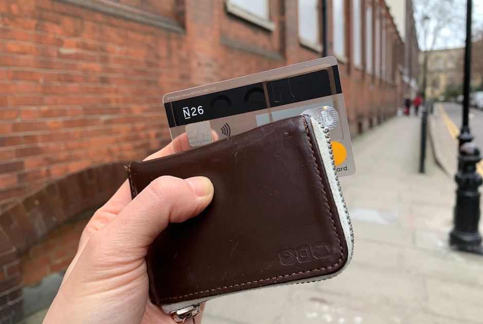 MEGのお財布とカード