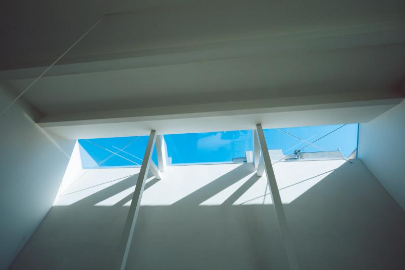 天窓から注ぐ太陽の光