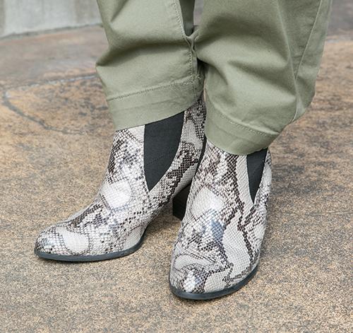 パイソン柄のブーツ