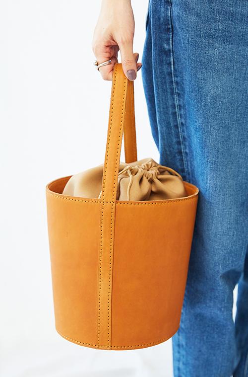 キャメルのバッグ
